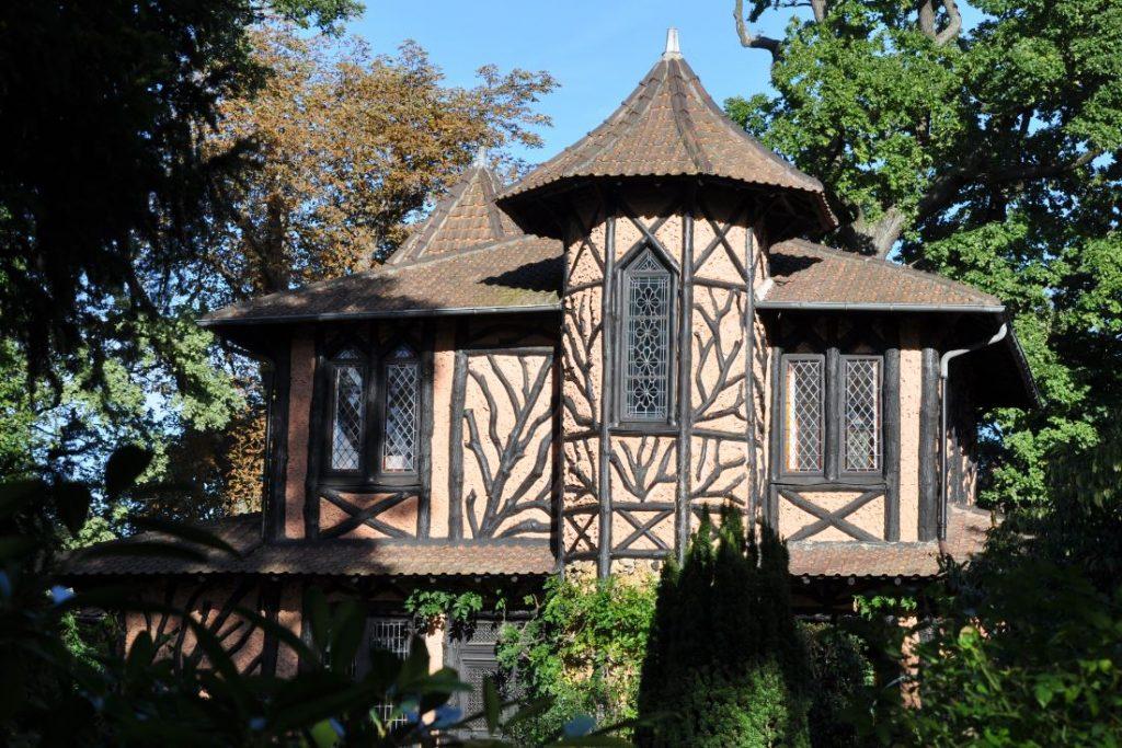 11-wood-cottage